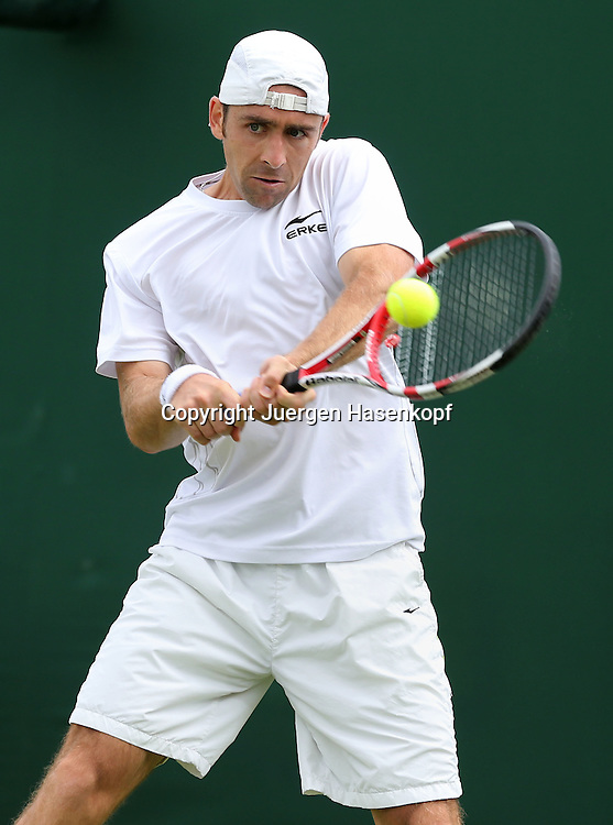 Wimbledon Championships 2012 AELTC,London,.ITF Grand Slam Tennis Tournament,.Benjamin Becker (GER); Aktion,Einzelbild,Halbkoerper,Hochformat,