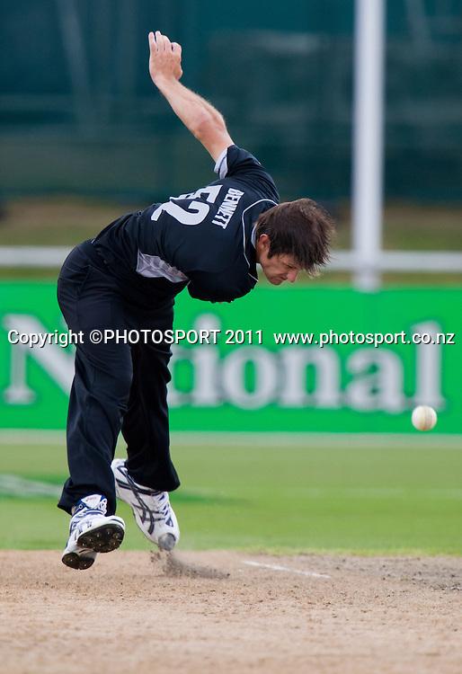 Hamish Bennett bowls during the 5th ODI, Black Caps v Pakistan, One Day International Cricket at Seddon Park, Hamilton, New Zealand. Thursday 3 February 2011. Photo: Stephen Barker/PHOTOSPORT