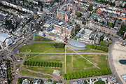 Nederland, Amsterdam, Amsterdam-Zuid, 25-05-2010. Museumplein, met Concertgebouw (l), Stedelijk Museum met bouwput en kraan) en het Van Gogh Museum (met nieuwe vleugel).Museumplein, with the Concertgebouw (l), Stedelijk Museum with excavation and crane and Van Gogh Museum (with new wing). .luchtfoto (toeslag), aerial photo (additional fee required).foto/photo Siebe Swart