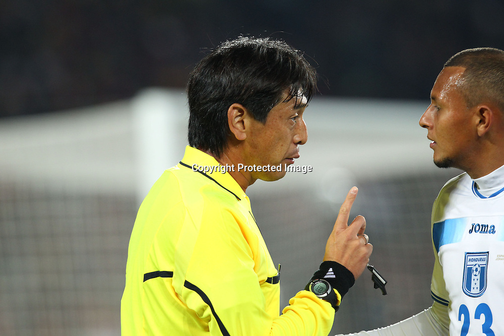 &frac14;&lsquo;&ordm;&mdash;Y&circ;&ecirc;/Yuichi Nishimura (Referee), <br />JUNE 21, 2010 - Football : <br />2010 FIFA World Cup South Africa <br />Group Match -Group H- <br />between Spain 2-0 Honduras <br />at Ellis Park Stadium, Johannesburg, South Africa. <br />(Photo by YUTAKA/AFLO SPORT) [1040]
