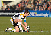 Twickenham, GREAT BRITAIN,  Warriors, James BROWN, lines up his kick, during the Guinness Premiership match, Harlequins vs Worcester Warriors, played at the Twickenham Stoop on Sat. 16th Feb 2008.  [Mandatory Credit, Peter Spurrier/Intersport-images]