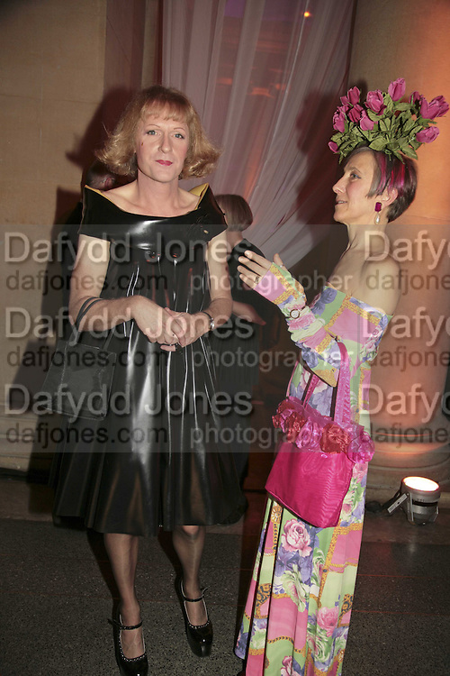 Grayson Perry and Silvia Ziranek, Turner Prize 2006. Tate Gallery. London. 4 December 2006. ONE TIME USE ONLY - DO NOT ARCHIVE  © Copyright Photograph by Dafydd Jones 248 CLAPHAM PARK RD. LONDON SW90PZ.  Tel 020 7733 0108 www.dafjones.com