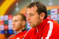 ALKMAAR - 21-10-2015, Persconferentie AZ - FC Augsburg, AFAS Stadion, FC Augsburg trainer Markus Weinzierl, FC Augsburg speler Ragnar Klavan.