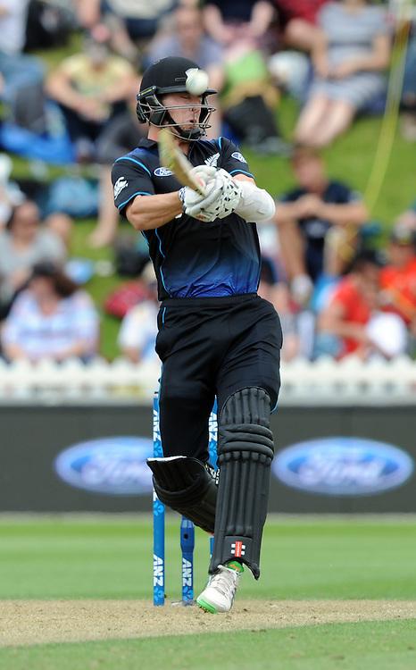 New Zealand's Matt Henry hooks a high ball for six against Pakistan in the 1st ODI International Cricket match at Basin Reserve, Wellington, New Zealand, Monday, January 25, 2016. Credit:SNPA / Ross Setford