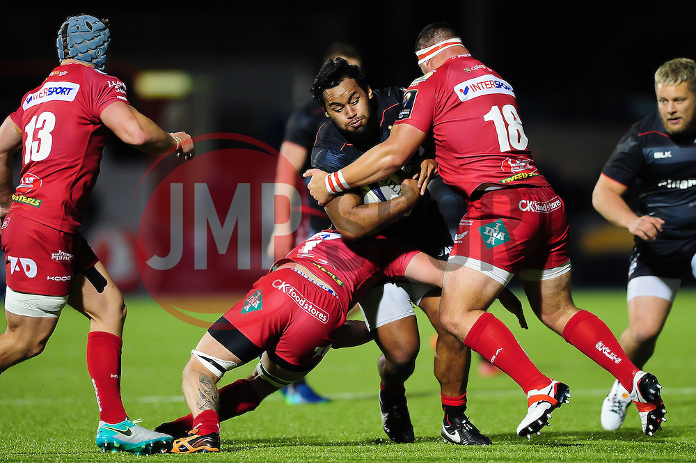Billy Vunipola of Saracens takes on the Scarlets defence - Mandatory byline: Patrick Khachfe/JMP - 07966 386802 - 22/10/2016 - RUGBY UNION - Allianz Park - London, England - Saracens v Scarlets - European Rugby Champions Cup.