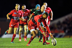 Delon Armitage of Toulon gathers te ball - Photo mandatory by-line: Patrick Khachfe/JMP - Mobile: 07966 386802 07/12/2014 - SPORT - RUGBY UNION - Leicester - Welford Road - Leicester Tigers v Toulon - European Rugby Champions Cup