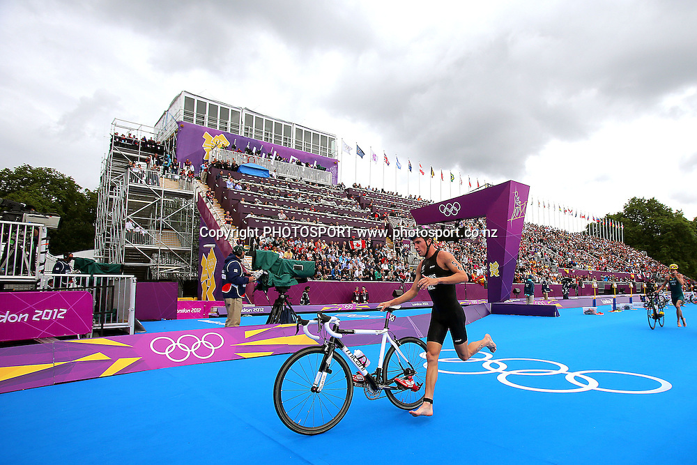 New Zealand's Ryan Sisson. Men's Triathlon, Hyde Park, London, United Kingdom. Tuesday 7th August 2012. Photo: Anthony Au-Yeung / photosport.co.nz