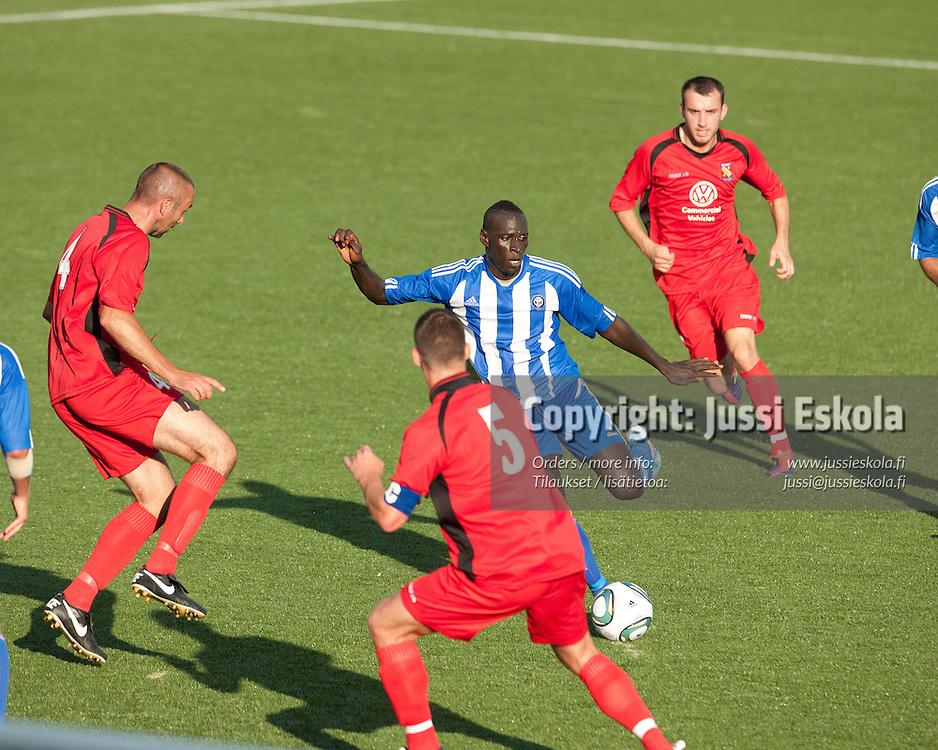 Dawda Bah, HJK - Bangor City FC. Mestarien Liigan karsinta. Helsinki 19.7.2011. Photo: Jussi Eskola