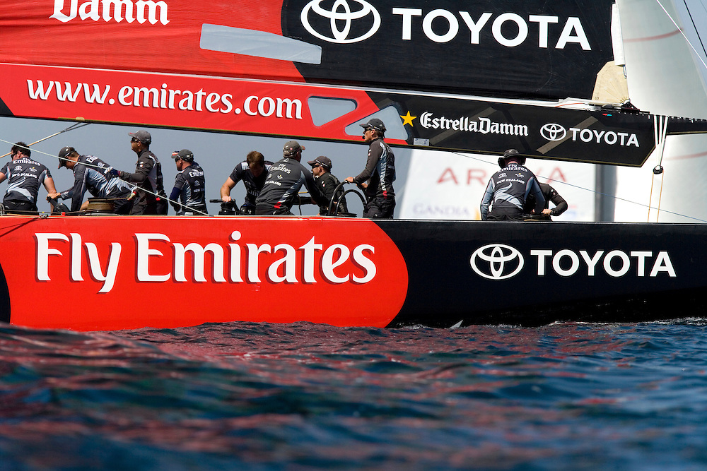24/04/07 Flight 4 of the Louis Vuitton Cup, Valencia, Spain..Emirates Team New Zealand v Areva Challenge