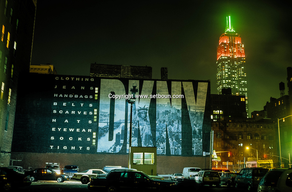 New York . DKNY bilboard  and the empire state building in the distance . Chelsea at night/ Quartier de Chelsea  New York - Etats-unis