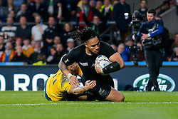 New Zealand Inside Centre Ma'a Nonu scores a try to make it 21-3 - Mandatory byline: Rogan Thomson/JMP - 07966 386802 - 31/10/2015 - RUGBY UNION - Twickenham Stadium - London, England - New Zealand v Australia - Rugby World Cup 2015 FINAL.