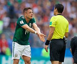 MOSCOW, RUSSIA - Sunday, June 17, 2018: Mexico's Javier Hernandez argues with referee Alireza Faghani during the FIFA World Cup Russia 2018 Group F match between Germany and Mexico at the Luzhniki Stadium. (Pic by David Rawcliffe/Propaganda)