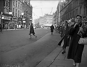 12/12/1960<br /> 12/12/1960<br /> 12 December 1960<br /> View of Georges Street, Dublin. Quiet streets owing to parking restrictions.