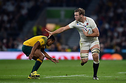 Joe Launchbury of England takes on the Australia defence - Mandatory byline: Patrick Khachfe/JMP - 07966 386802 - 03/10/2015 - RUGBY UNION - Twickenham Stadium - London, England - England v Australia - Rugby World Cup 2015 Pool A.