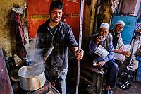 Inde, Delhi, vieux Delhi, maison de thé dans le quartier musulman, maison de thé // India, Delhi, Old Delhi, tea house in the old city, tea house