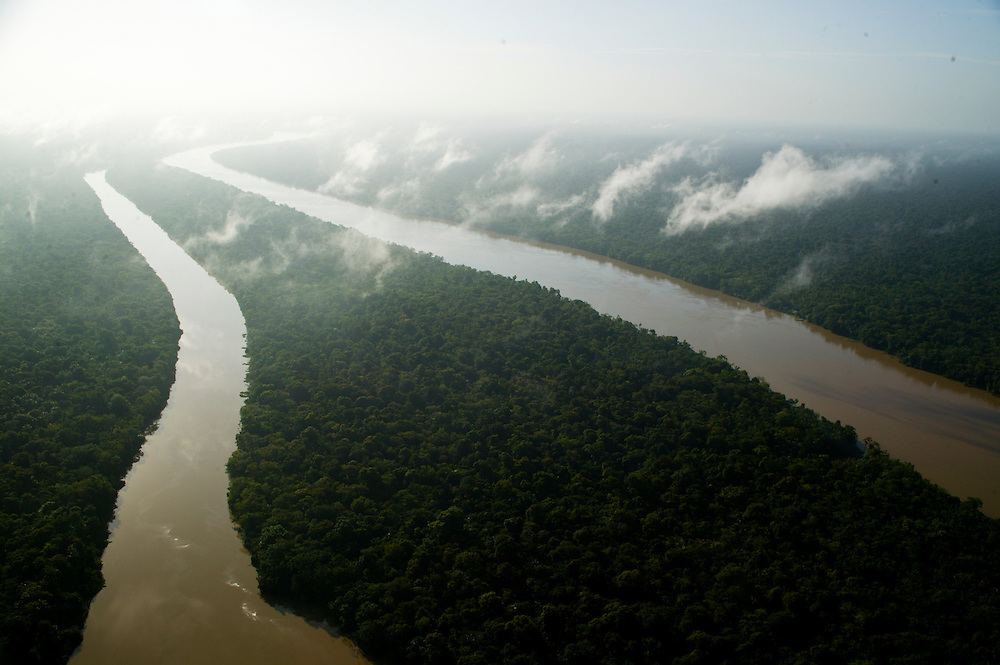 Dec. 11, 2003. Above rain forest in Para State, Brazil. ©Daniel Beltra