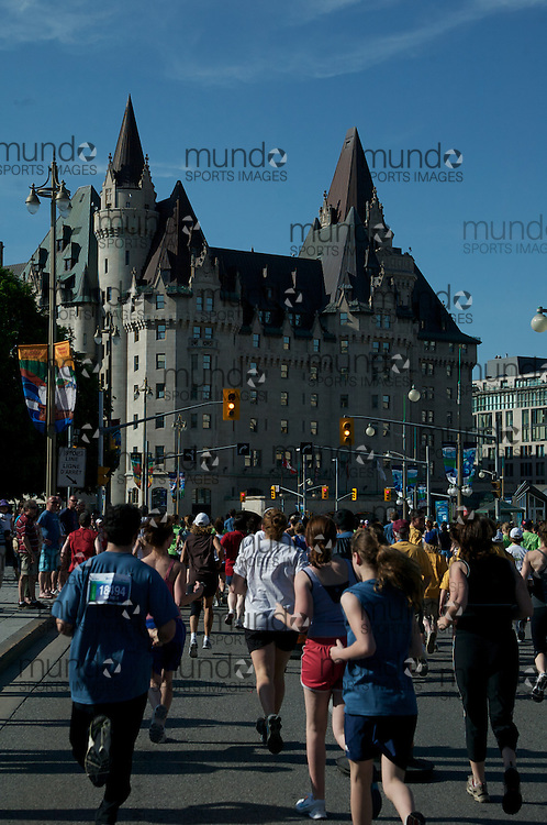 (Ottawa, Ontario---23/05/09)  Runners at the start of the Nordion MDS 5km race during the Ottawa Race Weekend. Copyright photograph Sean Burges / Mundo Sport Images, 2009. www.mundosportimages.com / www.msievents.com.