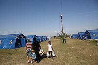 Nachdem Ungarn die Grenze zu Serbien geschlossen hat machen sich Ratlosigkeit und Enttäuschung unter den Flüchtlingen in Kanjiza, Serbien breit. Eigentlich für eine Kapazität von 1000 Menschen angelegt, wohnen jetzt noch ca. 50 Menschen hier, die es noch nicht geschafft haben, ihre Weiterreise zu organisieren.