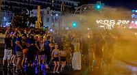 Noche de la Crema<br /> Le mot «feria», qui désignait à l'origine une manifestation économique bien souvent agricole, signifie encore «foire». <br /> Dans le domaine des loisirs, une «feria» est toujours rattachée à un cycle despectacles taurins, ainsi que les festivités qui accompagnent lescourses de taureaux. <br /> L'origine de la férie est toujours liée à unefête votive,comme laFeria de San Isidro, patron de la cité de Madrid. <br /> La feria rend hommage à un laboureur qui faisait la charité avec sa femme Maria Torribia, bien qu'ils fussent eux-mêmes dans le plus grand dénuement.<br /> Vers le milieu du XIXe siècle, de nombreuses femmes d'agriculteurs gitans ont commencé à fréquenter ces foires vêtues de leurs longues robes faites à la main à partir de vieux vêtements. Elles étaient souvent ornées de volants afin de rendre les tissus simples plus beaux et plus esthétiques.<br /> EnAndalousie, les plus anciennes ferias correspondent à l'ancienneté des arènes notamment la ville deJerez de la Fronteradont lesarènescomptent parmi les plus anciennes d'Espagne. <br /> Malagaoffre au mois d'août laFeria de Málaga, comme pratiquement toutes les villes des régions autonomes espagnoles possédant des arènes de première, deuxième ou troisième catégorie. <br /> En 2003, en Espagne, on comptait 598 spectacles taurins majeurs (corridas formelles) et mineurs (novilladas,becerradas), et 1146 spectacles taurins populaires comprenant les lâchers de taureaux, lestoro de fuego. <br /> En 2004, on comptait 810 corridas formelles, 555 novilladas piquées, 380 rejoneos, et 187 spectacles mixtes ou festivals piqués.<br /> Contrairement à ce que l'on pourrait penser, les ferias ne sont pas l'apanage de l'Europe. On trouve des ferias en Amérique latine (Mexique, Pérou, Colombie et Venezuela). Au Mexique, la plus grande feria est la feria nationale de San Marcos, la plus ancienne du pays. Sa première édition a eu lieu en 1604.