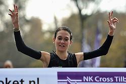 27-11-2011 ATLETIEK: NK CROSS 53e WARANDELOOP: TILBURG<br /> Adrienne Herzog wordt Nederlands kampioen<br /> ©2011-FotoHoogendoorn.nl