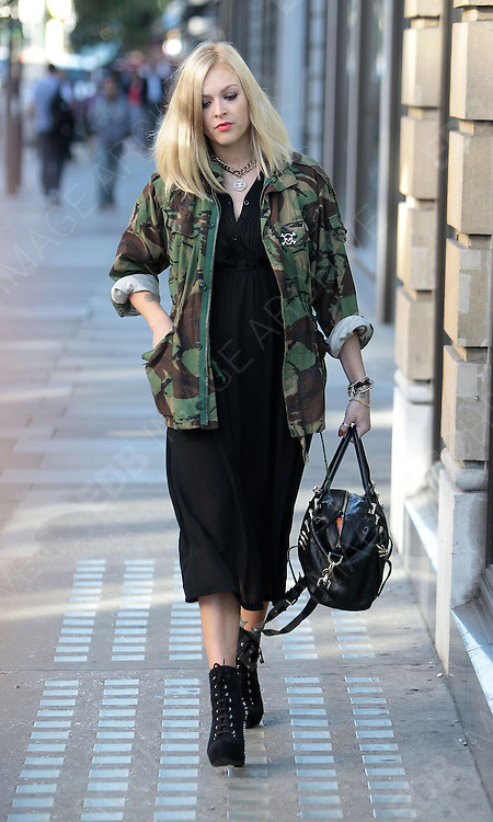 31.AUGUST.2012. LONDON<br /> <br /> FEARNE COTTON ARRIVING AT THE BBC RADIO ONE STUDIO IN LONDON.<br /> <br /> BYLINE: EDBIMAGEARCHIVE.CO.UK<br /> <br /> *THIS IMAGE IS STRICTLY FOR UK NEWSPAPERS AND MAGAZINES ONLY*<br /> *FOR WORLD WIDE SALES AND WEB USE PLEASE CONTACT EDBIMAGEARCHIVE - 0208 954 5968*