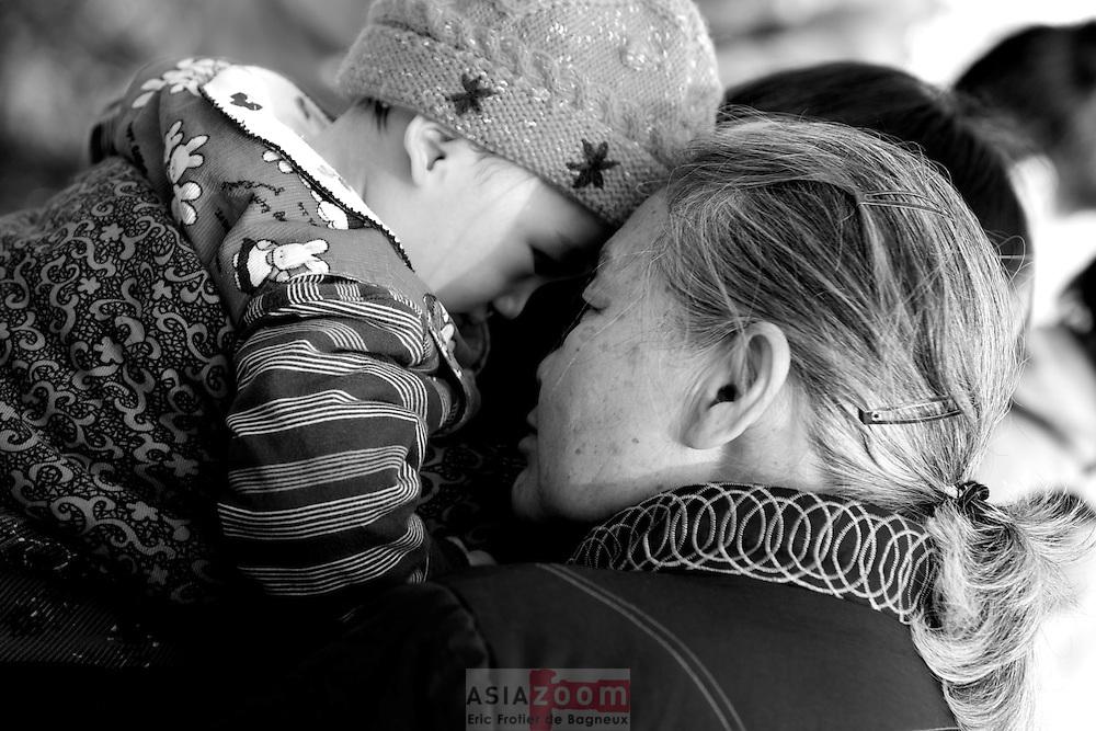 Une Grand Mère et son petit fils a Kunming en Chine, 2008
