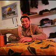 Stranieri in Piemonte sarto marocchino a san salvario