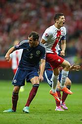 14.10.2014, Nationalstadium, Warsaw, POL, UEFA Euro Qualifikation, Polen vs Schottland, Gruppe D, im Bild GORDON GREER, ROBER LEWANDOWSKI // during the UEFA EURO 2016 Qualifier group D match between Poland and Scotland at the Nationalstadium in Warsaw, Poland on 2014/10/14. EXPA Pictures © 2014, PhotoCredit: EXPA/ Newspix/ Radoslaw Jozwiak<br /> <br /> *****ATTENTION - for AUT, SLO, CRO, SRB, BIH, MAZ, TUR, SUI, SWE only*****