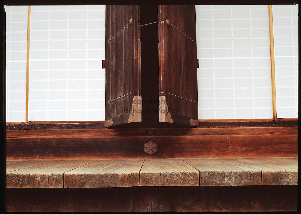 1999 KYOTO, JAPAN - Doorway at Sanjuusangen-do in Kyoto, Japan. CREDIT: Richard Walker
