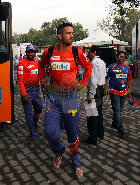 Kevin Pietersen captain of of the Delhi Daredevils arrive before match 26 of the Pepsi Indian Premier League Season 2014 between the Delhi Daredevils and the Chennai Superkings held at the Ferozeshah Kotla cricket stadium, Delhi, India on the 5th May  2014<br /> <br /> Photo by Arjun Panwar / IPL / SPORTZPICS<br /> <br /> <br /> <br /> Image use subject to terms and conditions which can be found here:  http://sportzpics.photoshelter.com/gallery/Pepsi-IPL-Image-terms-and-conditions/G00004VW1IVJ.gB0/C0000TScjhBM6ikg