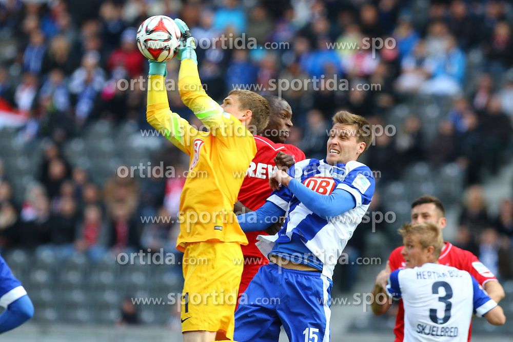 18.04.2015, Olympiastadion, Berlin, GER, 1. FBL, Hertha BSC vs 1. FC K&ouml;ln, 29. Runde, im Bild TW Thomas Kraft (#1, Hertha BSC Berlin), Anthony Ujah (#9, 1. FC Koeln), Sebastian Langkamp (#15, Hertha BSC Berlin) // SPO during the German Bundesliga 29th round match between Hertha BSC and Hertha BSC vs 1. FC K&ouml;ln at the Olympiastadion in Berlin, Germany on 2015/04/18. EXPA Pictures &copy; 2015, PhotoCredit: EXPA/ Eibner-Pressefoto/ Hundt<br /> <br /> *****ATTENTION - OUT of GER*****