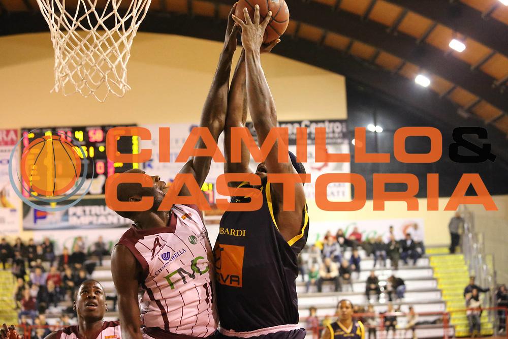 DESCRIZIONE : Ferentino Lega Basket A2  eurobet 2012-13  Fmc Ferentino Givova Scafati<br /> GIOCATORE : James Delroy<br /> CATEGORIA : stoppata<br /> SQUADRA : Fmc Ferentino<br /> EVENTO : Ferentino Lega Basket A2  eurobet 2012-13 <br /> GARA : Fmc Ferentino  Givova Scafati<br /> DATA : 30/12/2012<br /> SPORT : Pallacanestro <br /> AUTORE : Agenzia Ciamillo-Castoria/ M.Simoni<br /> Galleria : Lega Basket A2 2012-2013 <br /> Fotonotizia : Ferentino Lega Basket A2  eurobet 2012-13  Fmc Ferentino Givova Scafati<br /> Predefinita :