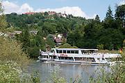 Personenschiff auf dem Neckar bei Dilsberg, Baden-Württemberg, Deutschland | Passenger shipon the Neckar at Dilsberg, Baden-Württemberg, Germany