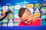 LUBLIN, POLEN 2017-06-21<br /> Stanislav Lobotka skrattar under Slovakiska U21 landslagets MD-1 presskonferens p&aring; Arena Lublin, den 21 juni i Lublin, Polen.<br /> Foto: Nils Petter Nilsson/Ombrello<br /> Fri anv&auml;ndning f&ouml;r kunder som k&ouml;pt U21-paketet.<br /> Annars Betalbild.<br /> ***BETALBILD***