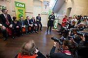 Bij het partijbureau van het CDA worden de zes kandidaten voor het partijvoorzittersschap gepresenteerd door Liesbeth Spies, waarnemend voorzitter. Van links naar rechts: Ronald Zoutendijk, Ruth Peetoom, Jan de Visser, Ton Roerig, Martijn Vroom, Sjaak van der Tak.<br /> <br /> At a press conference in the office of the Dutch Christian Democrats party CDA the candidates for the leadership of the party are presented. From left to right:  Ronald Zoutendijk, Ruth Peetoom, Jan de Visser, Ton Roerig, Martijn Vroom, Sjaak van der Tak.