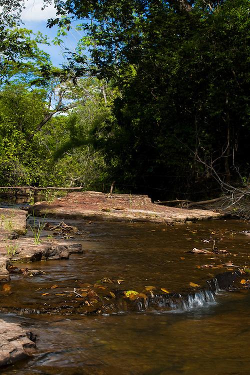 Januaria_MG, Brasil...A fazenda Agroecologica Soma, se intitula uma fazenda produtora de agua. Localiza no municipio de Januaria, a 250 km de Montes Claros, usa a tecnica de Barraginhas ou Bacias de Captacao de Agua de Chuva para recuperar os lencois freaticos e consequentemente os rios da regiao. Em 2005, foram construidas mais de 300 barraginhas na regiao, e acredita-se que o volume de agua dos lencois freaticos cresceu, inclusive com a recuperacao de um rio que corta a propriedade...Na foto, vista do Rio Capivara, um dos corregos que corta a fazenda e teve o volume de agua aumentada devido a tecnica aplicada...The Soma Agroecology farm, is called a farm producing water. Located in the city of Januaria, 250 km from Montes Claros, uses the technique  rainwater catchment to recover the ground water and consequently the rivers of the region. On 2005, they built 300 dam or rainwater catchment in the region, and it is believed that the volume of water of groundwater has grown, including the recovery of a river in the property...In this photo, detail of the water in the Capivara river, from a groundwater basin, a sign of the increased volume of water in the region...Foto: BRUNO MAGALHAES / NITRO