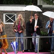 NLD/Amsterdam/20080907 - Gasten van het huwelijksfeest Nina Brink en Pieter Storms, Bert van der Veer en partner