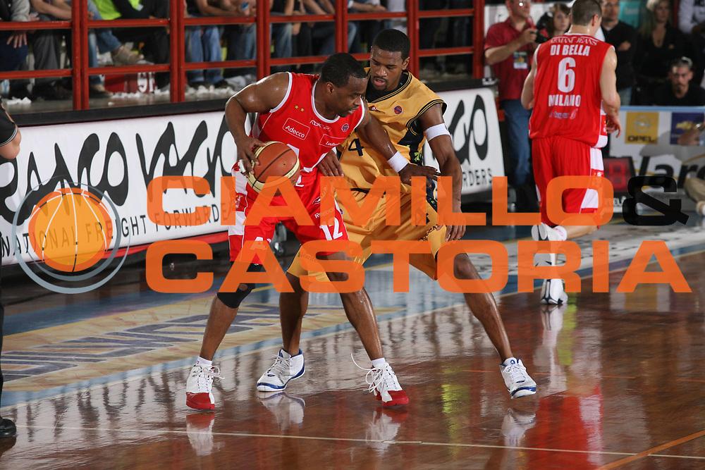DESCRIZIONE : Porto San Giorgio Lega A1 2007-08 Playoff Quarti Di Finale Gara 5 Premiata Montegranaro Armani Jeans Milano<br /> GIOCATORE : Melvin Booker <br /> SQUADRA : Armani Jeans Milano<br /> EVENTO : Campionato Lega A1 2007-2008 <br /> GARA : Premiata Montegranaro Armani Jeans Milano<br /> DATA : 18/05/2008 <br /> CATEGORIA : palleggio<br /> SPORT : Pallacanestro <br /> AUTORE : Agenzia Ciamillo-Castoria/M.Marchi