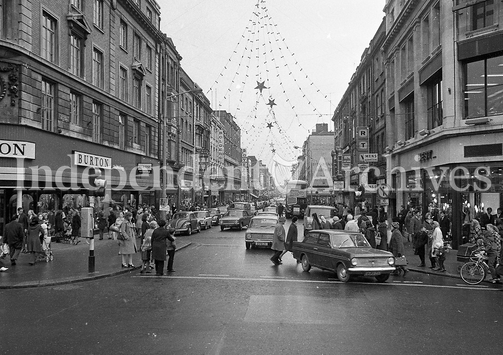 Scenes from Talbot Street and North Earl Street, Dublin, 03/12/1971 (Part of the Independent Newspapers Ireland/NLI Collection).