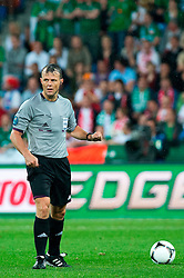 10.06.2012, Staedtisches Stadion, Posen, POL, UEFA EURO 2012, Irland vs Kroatien, Gruppe C, im Bild SEDZIA GLOWNY (REFEREE) BJORN KUIPERS // during the UEFA Euro 2012 Group C Match between Ireland and Croatia at the Municipal Stadium Poznan, Poland on 2012/06/10. EXPA Pictures © 2012, PhotoCredit: EXPA/ Newspix/ Jakub Kaczmarczyk..***** ATTENTION - for AUT, SLO, CRO, SRB, SUI and SWE only *****