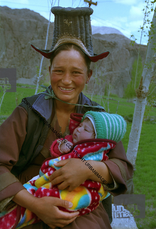 Mother and child - traditional costume - Ladakh Himalayas - 2006