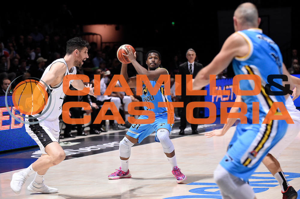 DESCRIZIONE : Bologna Lega A 2015-2016 Obiettivo Lavoro Bologna Vanoli Cremona<br /> GIOCATORE : Elston Turner<br /> CATEGORIA : passaggio<br /> SQUADRA : Vanoli Cremona<br /> EVENTO : Campionato Lega A 2015-2016<br /> GARA : Obiettivo Lavoro Bologna Vanoli Cremona<br /> DATA : 26/03/2016<br /> SPORT : Pallacanestro<br /> AUTORE : Agenzia Ciamillo-Castoria/Max.Ceretti<br /> GALLERIA : Lega Basket A 2014-2015<br /> FOTONOTIZIA : Bologna Lega A 2015-2016 Obiettivo Lavoro Bologna Vanoli Cremona<br /> PREDEFINITA :