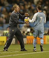 Photo: Aidan Ellis.<br /> Manchester City v Tottenham Hotspur. The Barclays Premiership. 17/12/2006.<br /> Stuart Pearce tries to hurry his team up as they chase the game nearing the end