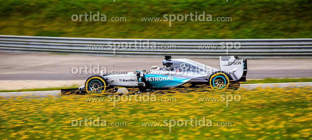 19.06.2015, Red Bull Ring, Spielberg, AUT, FIA, Formel 1, Grosser Preis von Österreich, Training, im Bild Nico Rosberg, (GER, Mercedes AMG Petronas F1 Team) // during the Practice of the Austrian Formula One Grand Prix at the Red Bull Ring in Spielberg, Austria, 2015/06/19, EXPA Pictures © 2015, PhotoCredit: EXPA/ Dominik Angerer