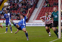 Photo: Glyn Thomas.<br />Sheffield Utd v Cardiff City. Coca Cola Championship.<br />29/10/2005.<br />Cardiff's Alan Lee (L) keeps the pressure on the Sheffield defence.