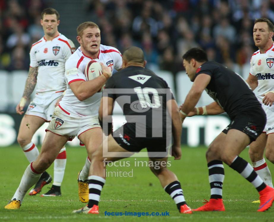 Thomas Burgess  (L) of England  on the attack against  Sam Moa (R) of New Zealand during the Autumn International Series match at Queen Elizabeth Olympic Park, London<br /> Picture by Stephen Gaunt/Focus Images Ltd +447904 833202<br /> 07/11/2015