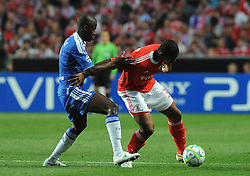 27.03.2012, Estadio da Luz, Lissabon, POR, UEFA CL, Viertelfinal-Hinspiel, Benfica Lissabon (POR) vs FC Chelsea (ENG), im Bild Benfica's Emerson, from Brazil, right, fights for the ball with Chelsea's Ramires, from Brazil // during the UEFA Champions League Quarter-final first leg Match between Benfica Lissabon (POR) and FC Chelsea (ENG) at Estadio da Luz, Lisbon, Portugal on 2012/03/27. EXPA Pictures © 2012, PhotoCredit: EXPA/ Newspix/ Cityfiles..***** ATTENTION - for AUT, SLO, CRO, SRB, SUI and SWE only *****
