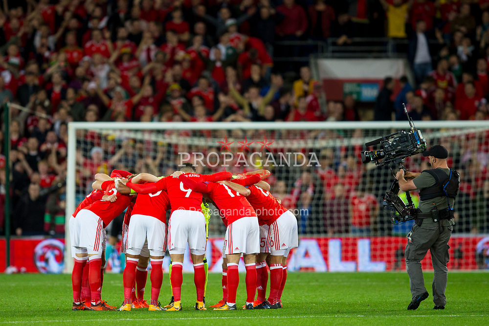 CARDIFF, WALES - Monday, October 9, 2017: Wales' players form a pre-match huddle before the 2018 FIFA World Cup Qualifying Group D match between Wales and Republic of Ireland at the Cardiff City Stadium. (Pic by Paul Greenwood/Propaganda)