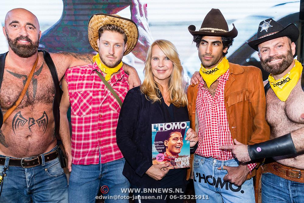 NLD/Amsterdam/20170508 - Lancering L'HOMO, Linda de Mol en enkele cowboys met haar nieuwe editie