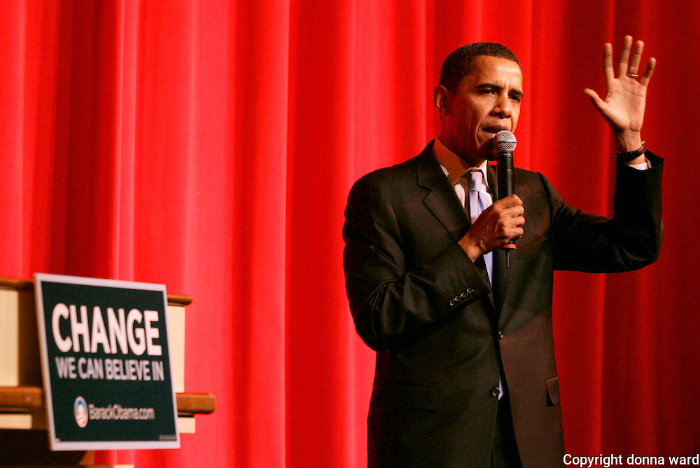 "Senator Barack Obama speaks during ""A Night At The Apollo""  at Harlem's Apollo Theater in New York City, USA on November 29, 2007."